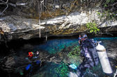 Scuba divers in cenote — Stock Photo