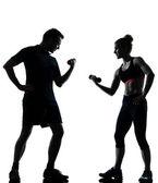 Jedna para kobieta mężczyzna wykonując trening sprawnościowy — Zdjęcie stockowe