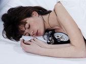 женщина в постели пробуждение — Стоковое фото