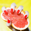 Woman Hand Squeezing a grapefruit — Stock Photo