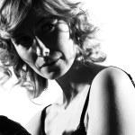 Stylish silhouette woman — Stock Photo