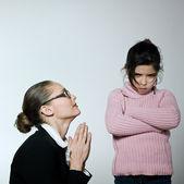 Raising Brat woman begging for his child attitude sullen — Stock Photo