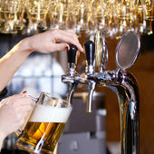 Waiting woman pouring beer — Stock Photo