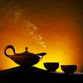 Tetera de cerámica árabe antiguo con teacaps — Foto de Stock
