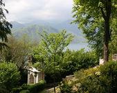 Panoramautsikt över orta san giulio sjö — Stockfoto