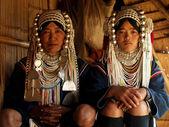 молодая невеста акха племен с матерью — Стоковое фото