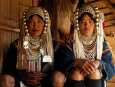 Akha tribe's young bride with mother — 图库照片