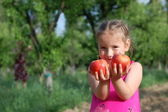 Girl and apples — Stock Photo
