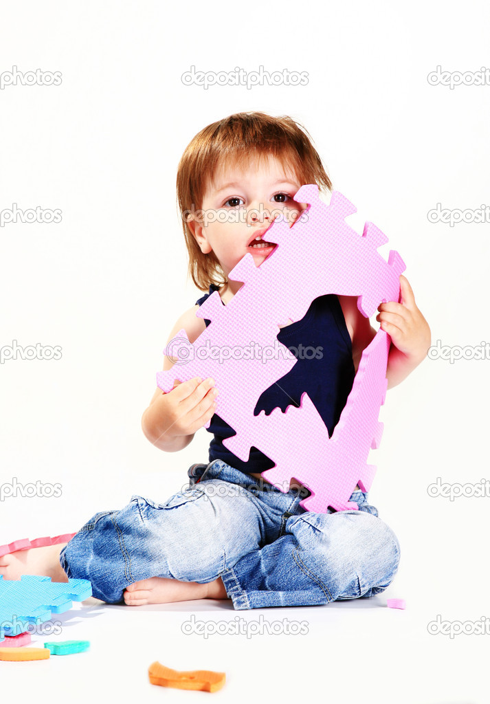 Plays a cheerful child — Stock Photo #8942861