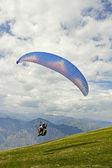 Paragliding on the mountain — Stock Photo