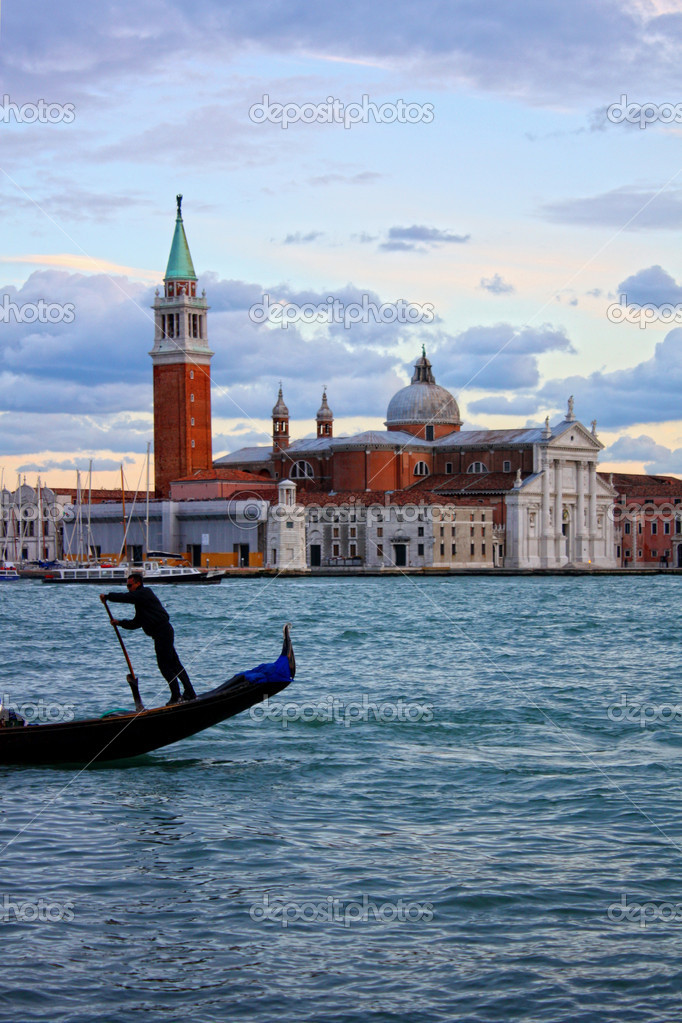 Gondolas in Venice lagoon — Stock Photo #9156969