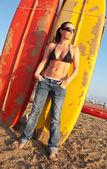 Ragazza sulla spiaggia in estate — Foto Stock