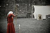 женщина стрелец — Стоковое фото