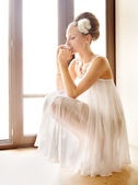 Thoughtful bride — Stock Photo