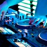 Dj mixes the track — Stock Photo #9187541