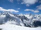 Belle alte montagne del Caucaso — Foto Stock