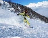 Snowboarder moving down — Stockfoto