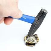 Break wristwatch heavy hammer — Stock Photo