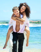 Young happy couple on vacation — Stock Photo