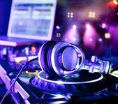 Mixer dj con cuffie — Foto Stock