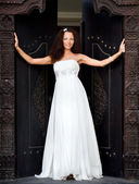 Attractive beautiful bride — Stock Photo