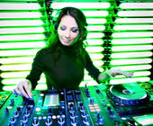 Attractive beautiful girl DJ — Stock Photo