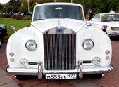 古典的な古い車白のフロント ビュー — ストック写真