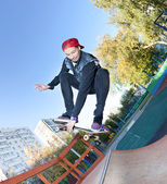 Skateboarder in the skatepark — Foto Stock