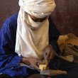 Artisworking on jewellry in Niger — Stock Photo #9025229