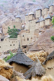 Dogon village and granaries along cliff face — Stock Photo
