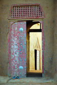 Entrance door to Djenne mud mosque — Stock Photo