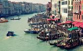 Gran canal de Venecia desde la parte superior del puente de rialto — Foto de Stock
