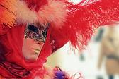 Portret czerwony maski weneckie z piór — Zdjęcie stockowe