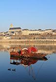 Barco rojo con blois — Foto de Stock