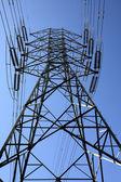 高電圧の電気タワー — ストック写真