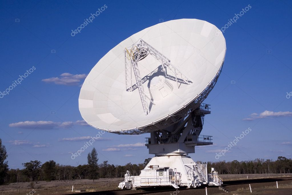 Compact array radio telescope showing the full dish — Stock Photo #9234840