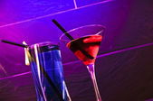 A red cocktail and a blue longdrink — Stock Photo