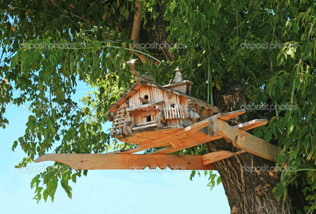 Beautiful exclusive starling house on tree crone — Stock Photo #10631996