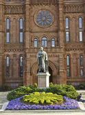 Smithsonian Statue — Stock Photo