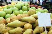 Pears and apples — Stock Photo
