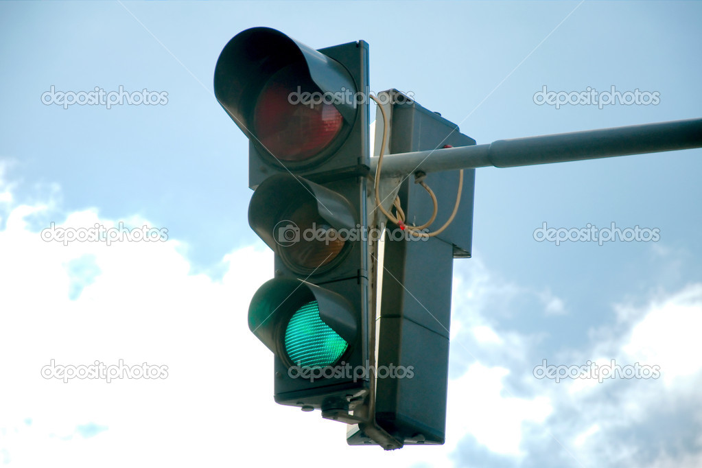 Green traffic light — Stock Photo #9239643
