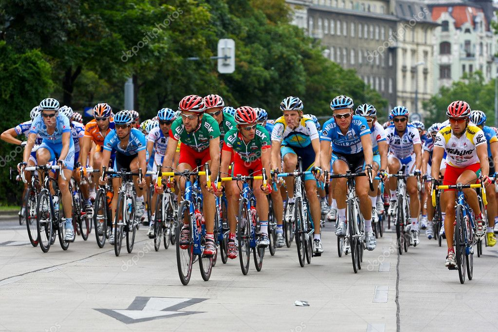 Vienna, Austria - July 13: The final stage of the tour of Austria ends in Vienna with an overall victory of Austrian rider Thomas Rohregger. — Stock Photo #9069115