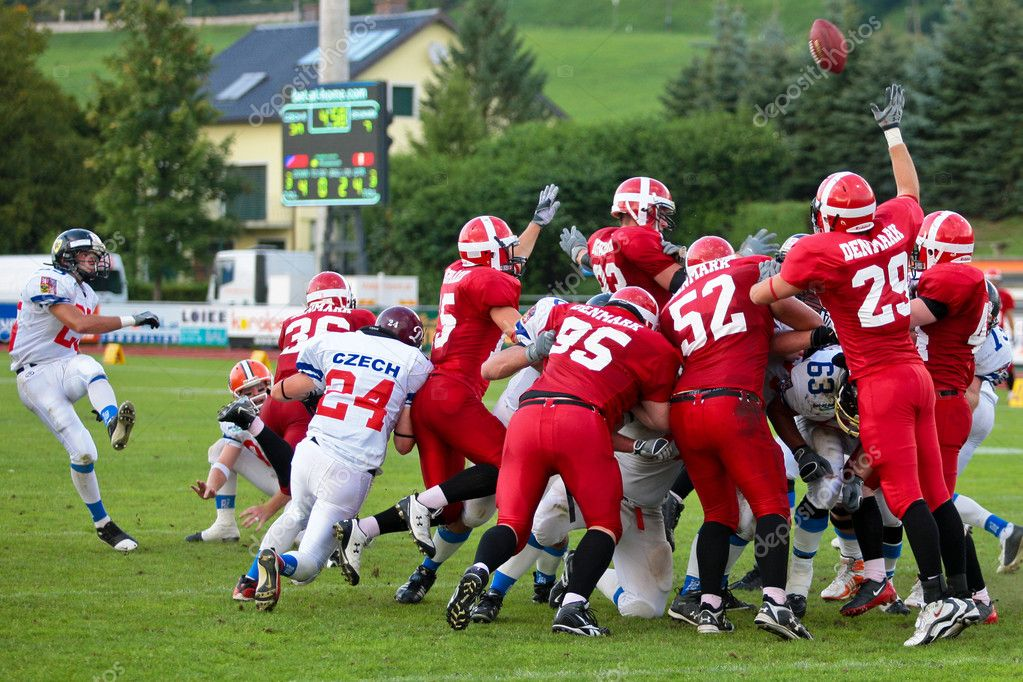 WOLFSBERG, AUSTRIA - AUGUST 18 American Football B-EC: Kicker Michal Srb (25, Czech) and his team beat Denmark 30:15 on August 18, 2009 in Wolfsberg, Austria. — Stock Photo #9070090