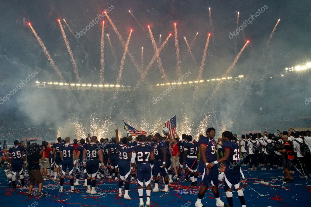 VIENNA, AUSTRIA - JULY 16 Team USA celebrates the victory at the Football World Championship on July 16, 2011 in Vienna, Austria. USA wins 50:7 against Canada — Stock Photo #9071368