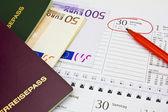 Dinheiro, passaporte, calendário — Foto Stock