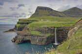 Steep green hills in the Faroe Islands — Stockfoto