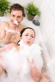 Paar in badewanne — Stockfoto