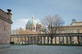 Berlin Museumsinsel – Von der alten Nationalgalerie aus — Stock Photo