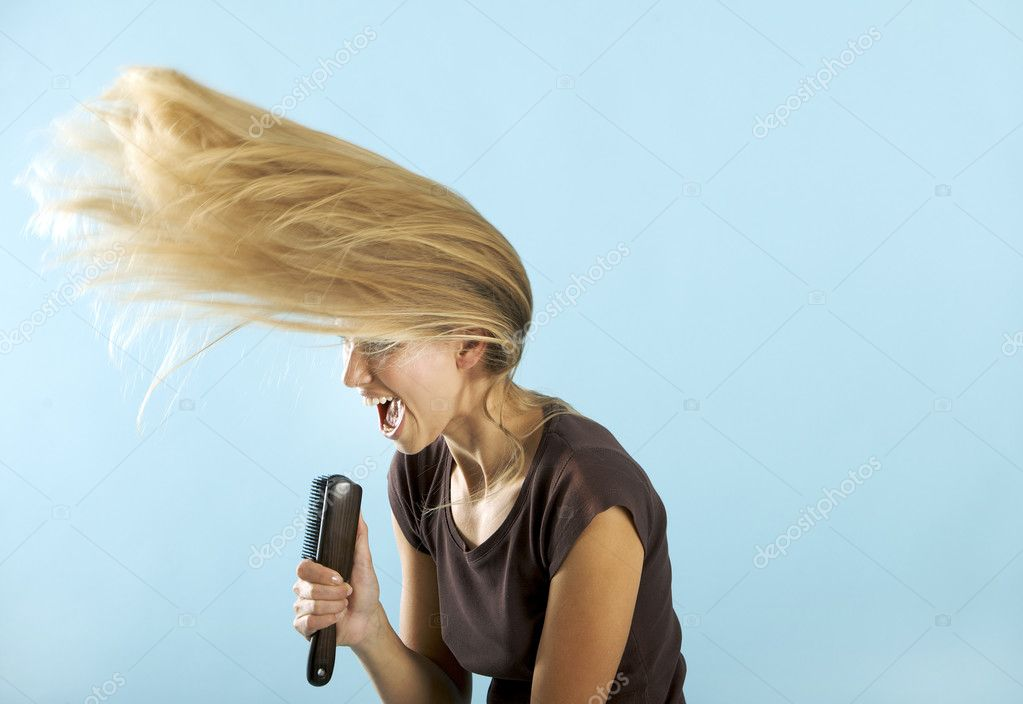 Girl singing on the hair brush — Stock Photo #9223081
