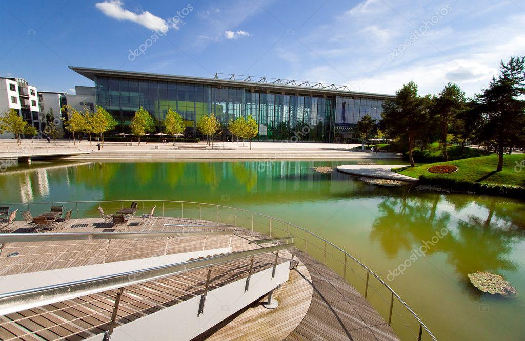 Architettura moderna eco nel parco foto editoriale stock for Eco architettura